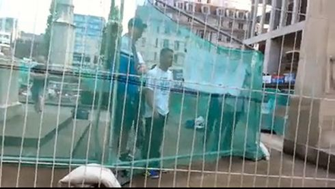Infidels trapped inside police pen Manchester today (vid-click to view)
