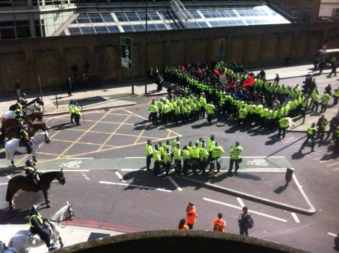 Anti-Fascists kettled in Tower Hamlets