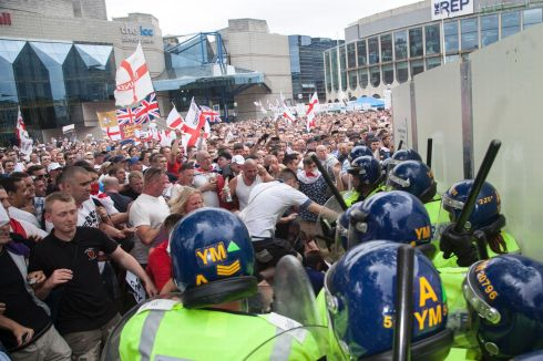 EDL-clash-with-police-4-5166608
